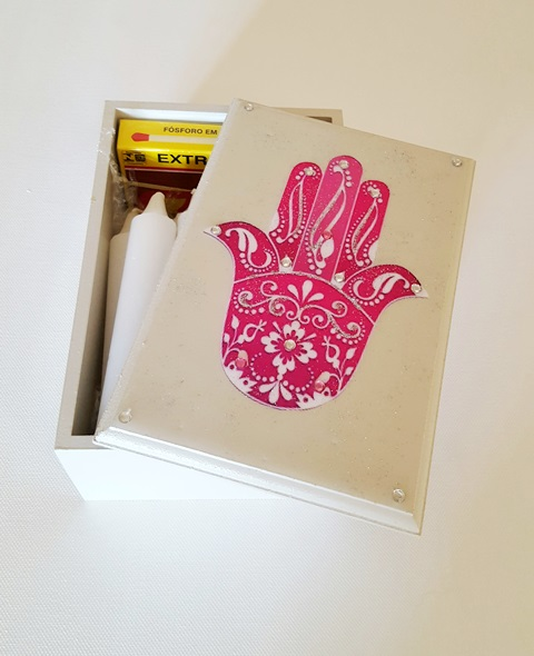 candle box with candles and long matches pink Hamsa